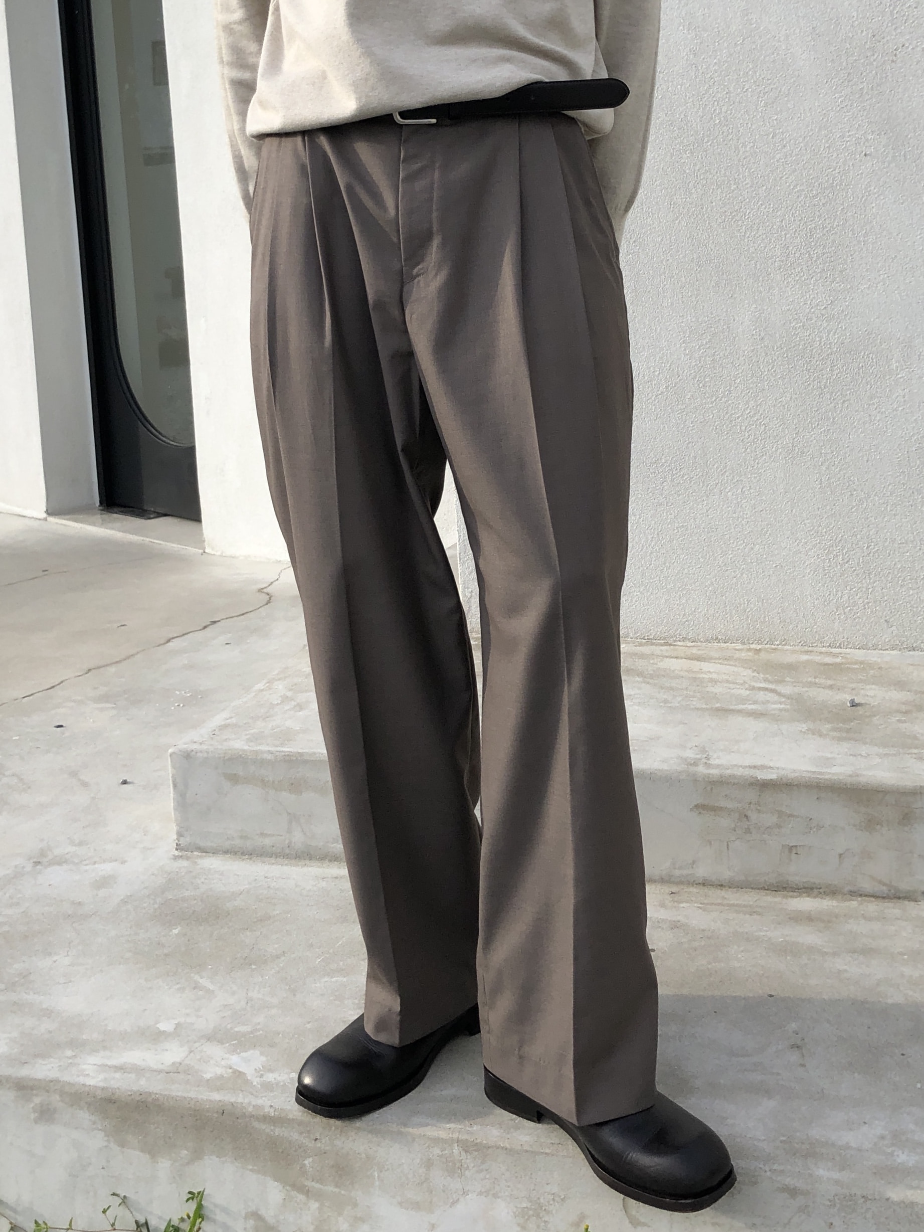 Loose Fit Two Tuck Pants